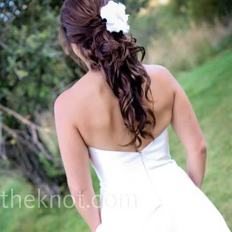 Sweet Hairstyles on Bride Hairstyle With The Hair Semi Collected  With Light Curls And A